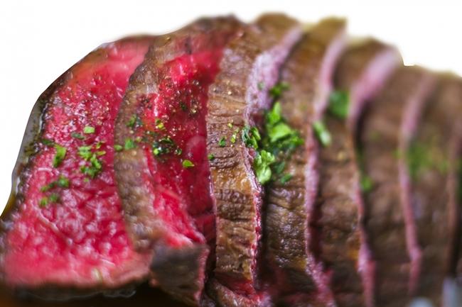 良質のタンパク質が多く摂れる食べ物でおすすめの赤身肉です