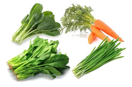 ニンジン、ほうれん草、小松菜、ニラのビタミンAは油で炒めると吸収が高まります。