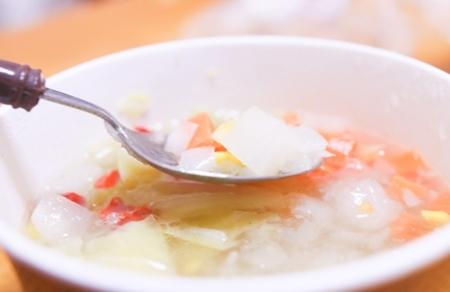 食欲が出てきたら野菜や白身魚を入れたおかゆを作りましょう
