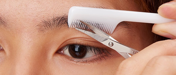 男性の眉毛の整え方の手順1